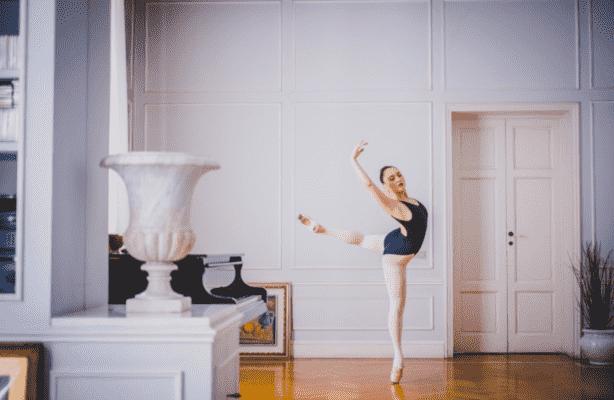 Metodi e tecniche per migliorare arabesque e cambrè