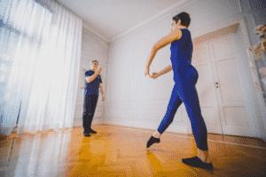 Metodi e tecniche per migliorare rotazione e apertura delle anche del ballerino